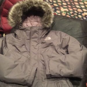 The north face girls coat size 10/12. Beautiful.